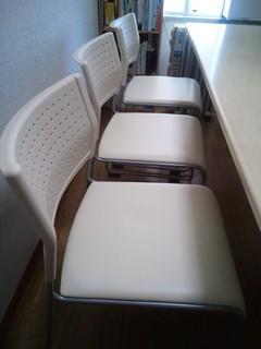 教室の椅子.JPG